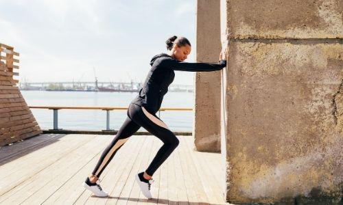 Para quem corre, melhor alongar antes ou depois?