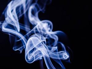 Cigarro eletrônico faz tão mal à saúde quanto o cigarro convencional