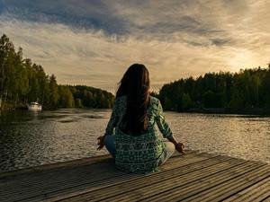 Combata a ansiedade praticando meditação