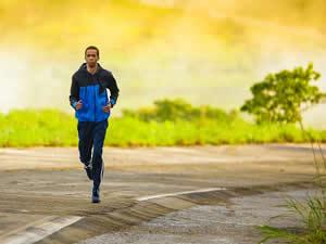 Ficarei em forma em 30 dias, fazendo academia de manhã e no fim do dia correr?