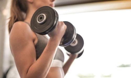 O 'dilema' da musculação: mais peso ou mais repetição?