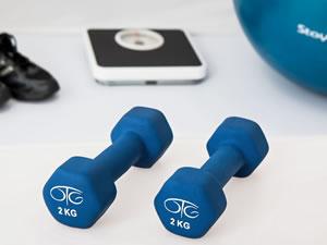 Estamos iniciando uma campanha interna em nossa empresa para estimular o exercício entre os colaboradores. Quantas horas de exercícios semanaissão necessárias para que uma pessoa seja considerada praticante de atividade física?