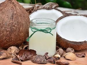 Tenho lido algumas matérias de revistas falando dos benefícios de se consumir chia e óleo de coco. Queria saber se é verdade? Já ouvi dizer queaté ajuda a emagrecer.