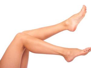 Síndrome das pernas inquietas causa dor, cansaço e atrapalha a qualidade do sono