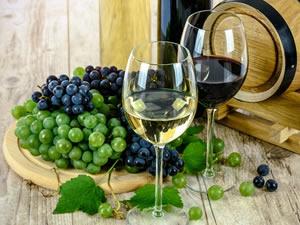 Entenda definitivamente por que o resveratrol do vinho e dos cosméticos é um excelente anti-idade