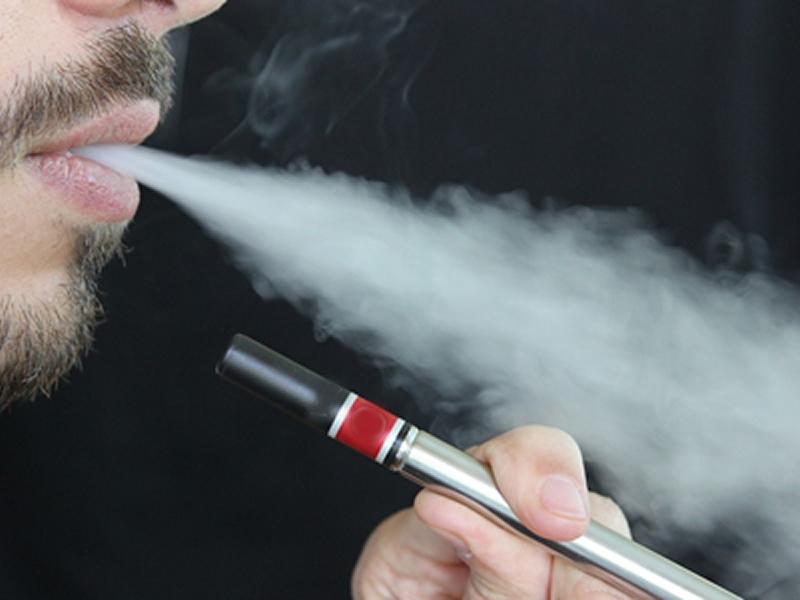 Uso de cigarros eletrônicos pode causar queimaduras e outras doenças de pele