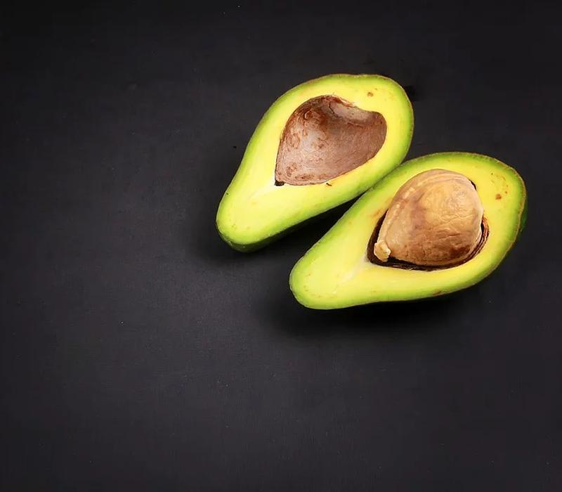 Estudo aponta que a ingestão diária de abacate pode combater o colesterol