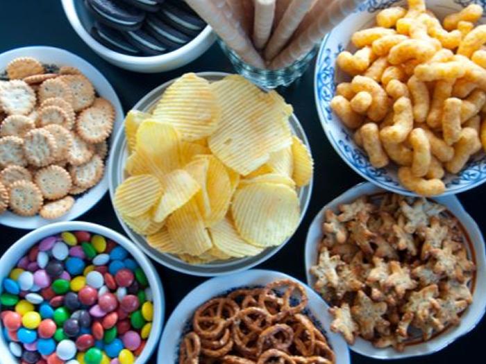 Alimentos hiperpalatáveis: entenda por que é tão difícil parar de comer alguns alimentos