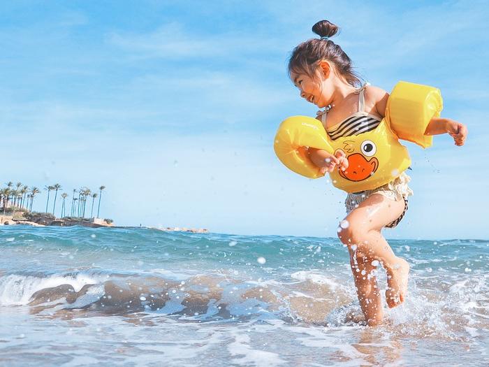 Os riscos da desidratação em crianças durante o verão