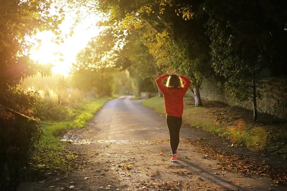 Atividade física ao ar livre no isolamento: 'ar viciado' na máscara pode causar mal-estar e tontura