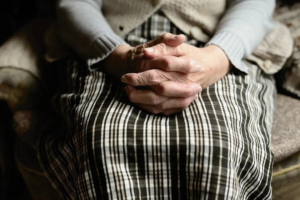 Pandemia do novo coronavírus pode causar impactos em longo prazo nos casos da doença de Parkinson