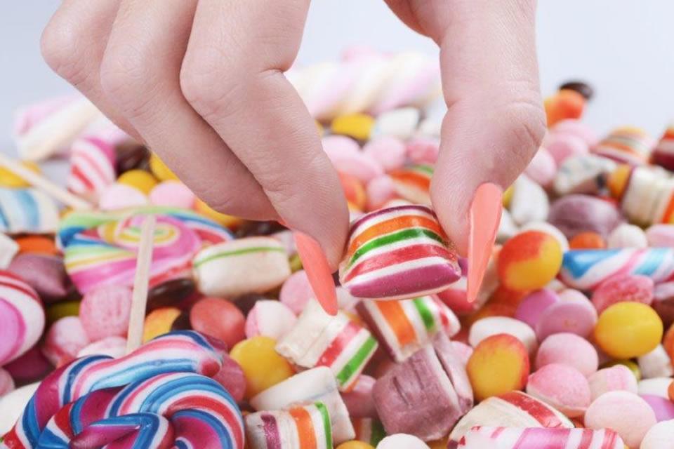 Quarentena: alto consumo de açúcar pode estar relacionado ao desenvolvimento de células cancerígenas